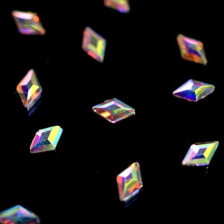 Стразы фигурные Ромб супер-голография 3x4,5 мм фото
